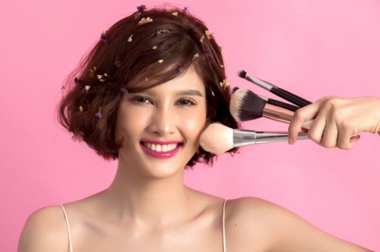 Tips Memilih Make Up Secara Aman