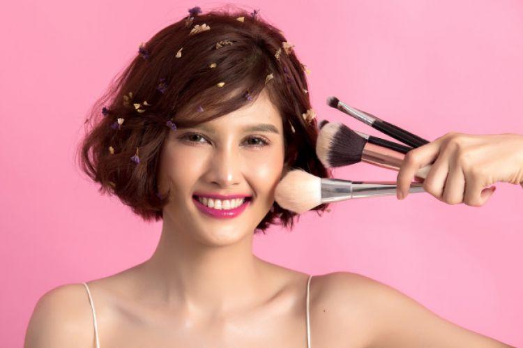 Tips Memilih Make Up Secara Aman